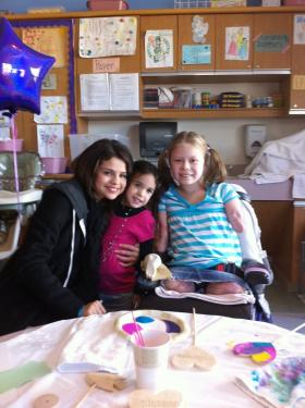 Meeting_Selena_Gomez_00001