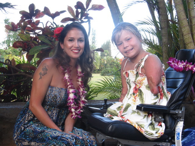 Bella Tucker and mother, Selena in Hawaii.